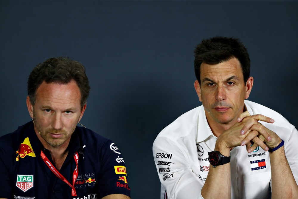 christian-horner-e-toto-wolff-chefes-de-rbr-e-mercedes-foto-getty-images