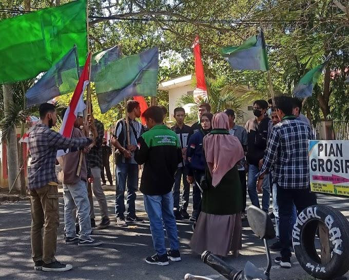 HMI Komisariat Tamsis Demo Polres Bima, Khaerul Azam: Polisi Tidak Boleh Tutup Mata