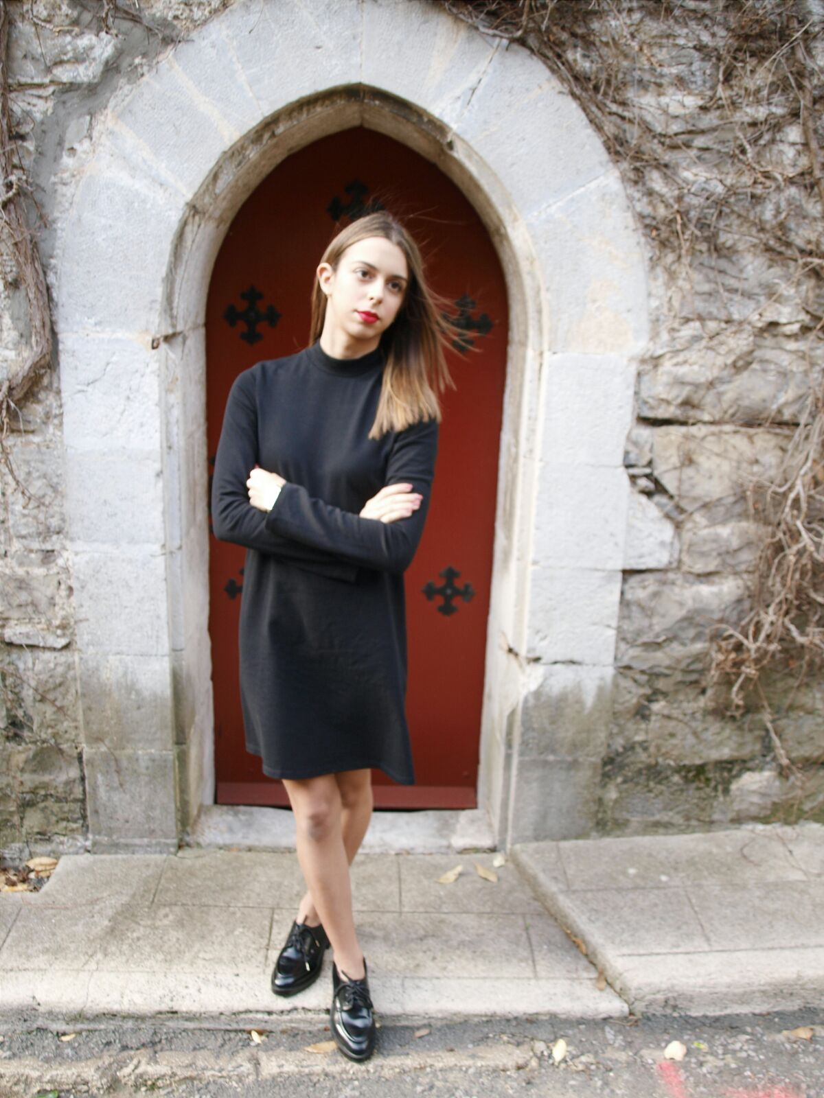 coastalandco-hendaye-blog-blogger-black-dress-robe-noir-vestido-negro-fashion-mode-moda-hat-derbies-woman-zara