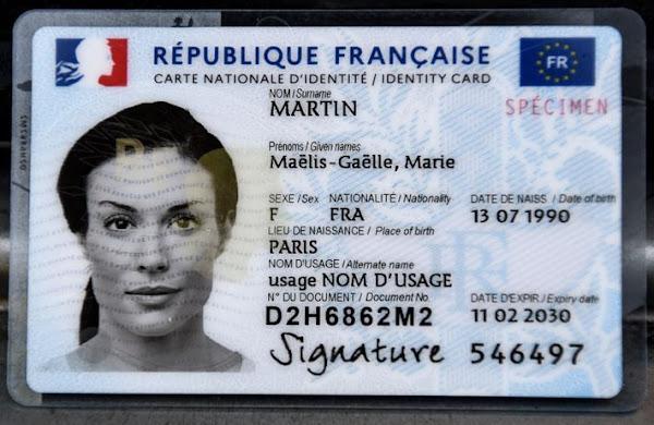 Nouvelle carte d'identité bilingue français-anglais: un symbole très fâcheux