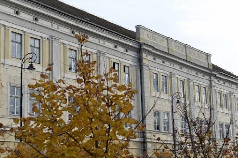 Mikó-ügy - Az iskolaépület homlokzatáról is el akarja tüntetni az intézmény nevét egy román egyesület