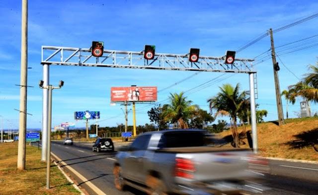 """O governador de Goiás Caiado acaba com """"indústria da multa"""", em Goiás, que completa 2 anos e 7 meses sem radares móveis"""