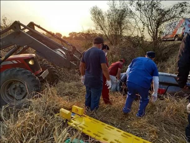 Sem bombeiros, moradores resgataram jovens de acidente com 3 mortes