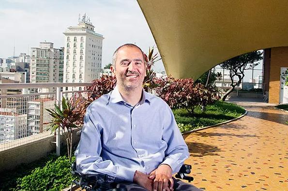 Cid Torquato assume presidência do ICOM Libras