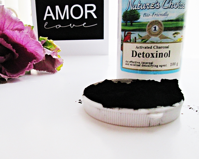 How I used activated charcoal to banish a facial rash in 6 hours. It went from red, painful, blemished to calm and beautiful skin. Plus several other uses for activated charcoal. Bloating, teeth whitening, cholesterol,blackhead, clearing acne and more.