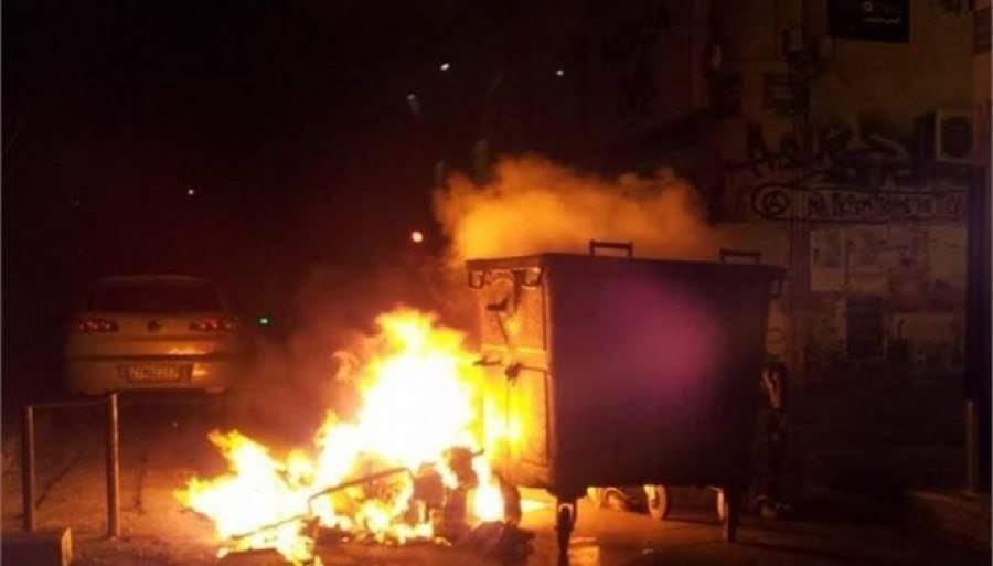 Φωτιές σε κάδους τα ξημερώματα στα Τρίκαλα – Κινδύνεψαν αυτοκίνητα