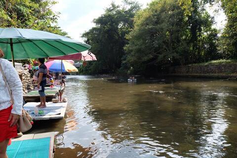 น้ำตกนางรอง  อีกหนึ่งน้ำตกขึ้นชื่อของ จ.นครนายก ที่เป็นนิยมของนักท่องเที่ยวจำนวน เป็นน้ำตกขนาดกลางที่มีความสวยงาม ที่อยู่ไม่ไกลจากกรุงเทพมากนัก ประมาณ 100 กิโลเมตร