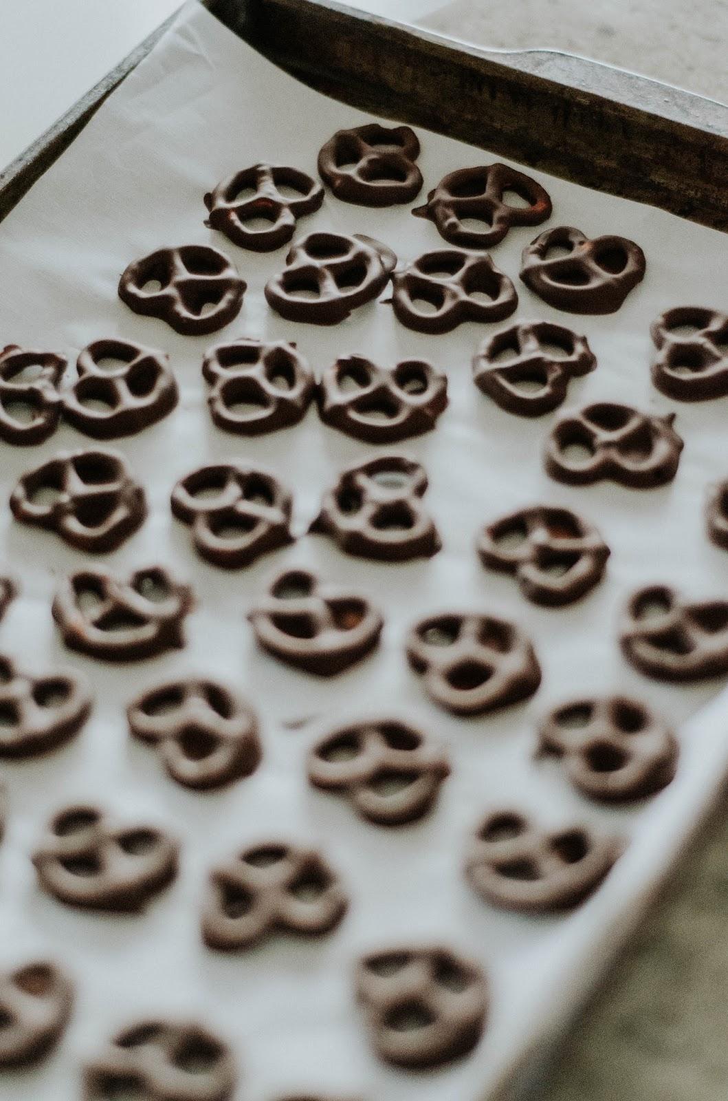 gluten-free-salted-espresso-infused-dark-chocolate-covered-pretzels-the-nosh-life