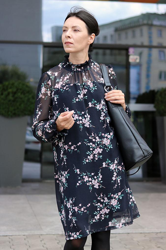 Biznesowa sukienka w kwiaty Makalu 2018