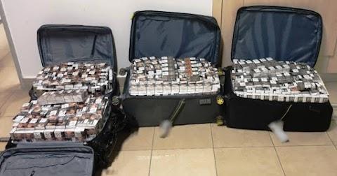 Cigi volt a bőröndökben, két férfit előállítottak