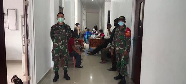 Lansia Diwilayah Binaan Laksanakan Suntik Vaksinasi Didampingi Personel Jajaran Kodim 0207/Simalungun