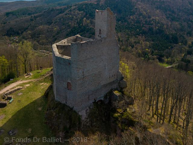 Le mur-bouclier du haut-château