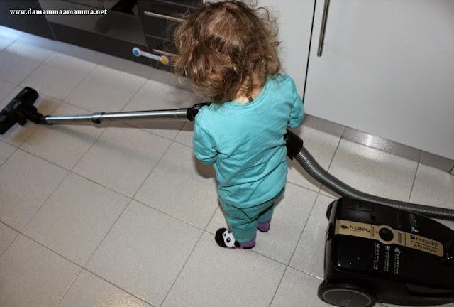 6 attività Montessoriane per bambini che vogliono aiutare nelle faccende di casa