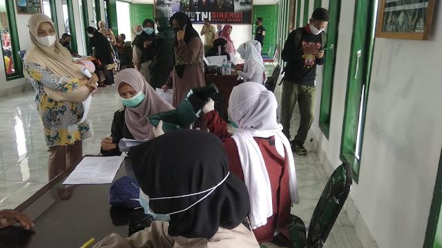61 Istri Prajurit, Purnawirawan Dan Warakawuri Terima Vaksinasi Dosis Pertama