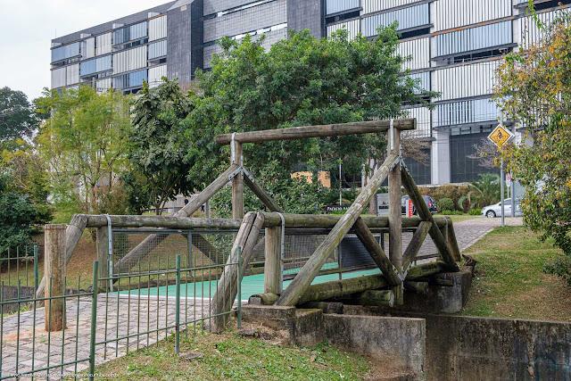 Ponte sobre o Rio Belém, com piso gerador de energia
