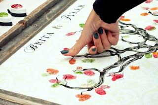 guestbook con albero stilizzato dove ogni ospite può lasciare impronta e messaggio