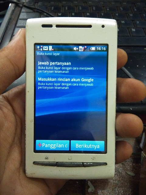 Cara Flashing Sony Xperia X8 E15i Lupa Pola / PIN / Password