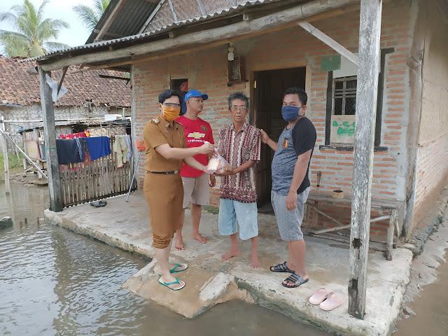 Banjir Rendam Ratusan Rumah Di Sukorahayu, Fokopimcam Labuhan Maringgai Salurkan Bantuan