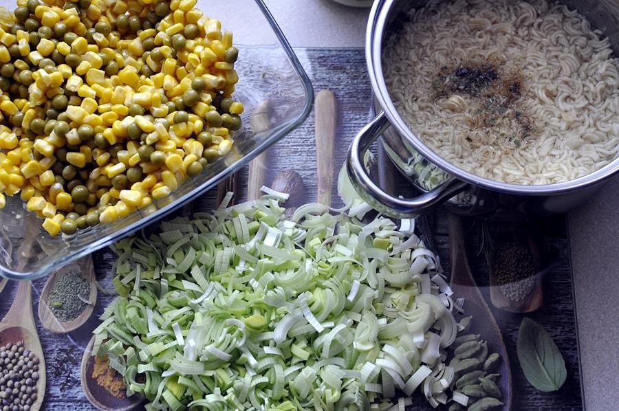 salatka-z-zupek-chinskich-przepis