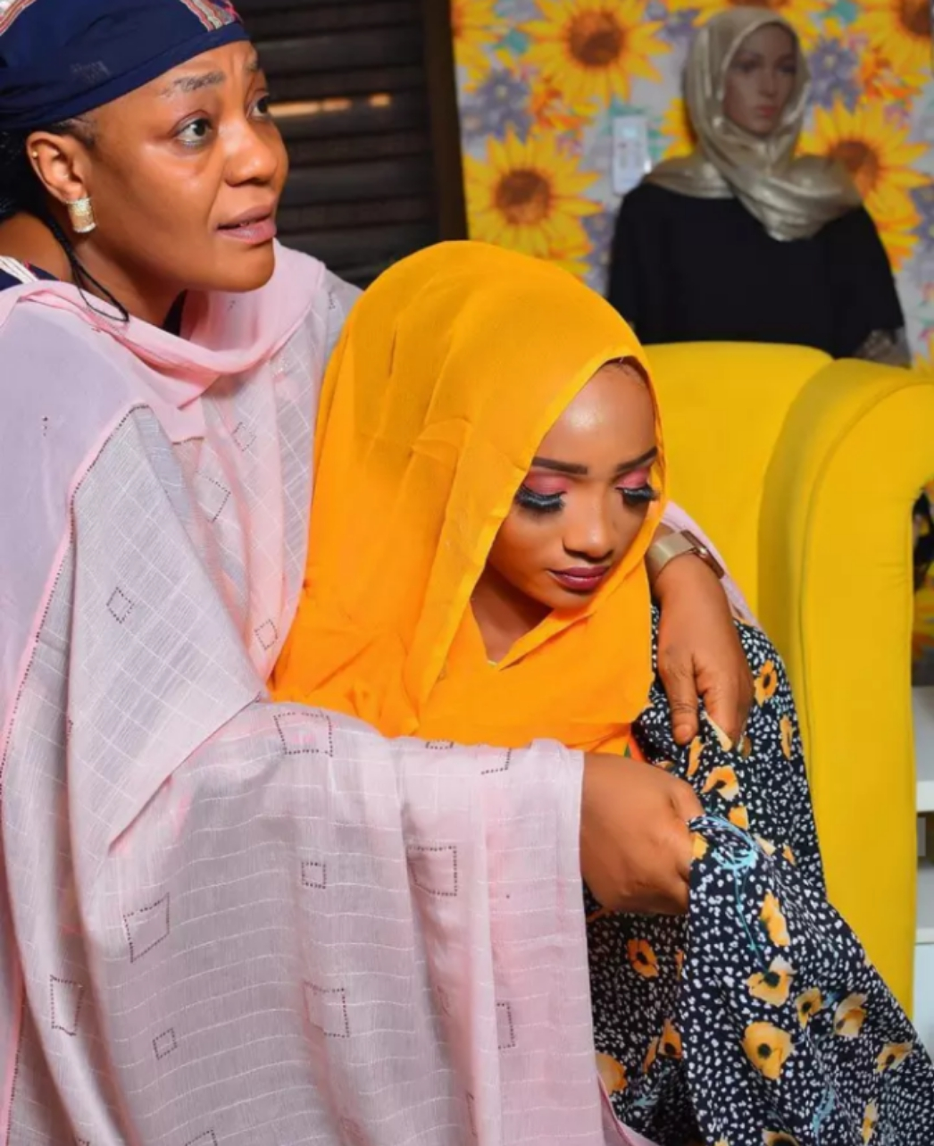 Rayya Kwana Casa'in is Now 22 Years Old Today, See Her Stunning Pictures and Mother