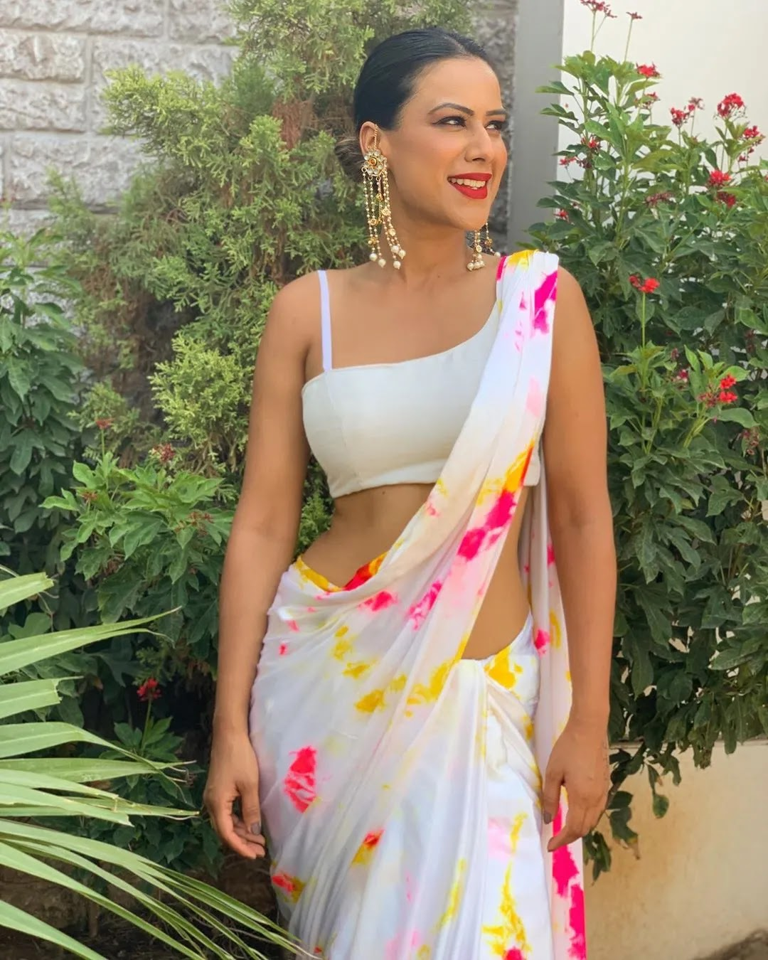 nia-sharma-s-look-for-tricks-can-be-seen-in-sarees-for-unique-and-hot-look