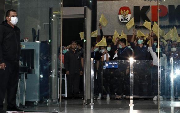 ICW Curiga Pemberhentian Paksa 75 Pegawai Demi SP3 Perkara-perkara Kakap di KPK