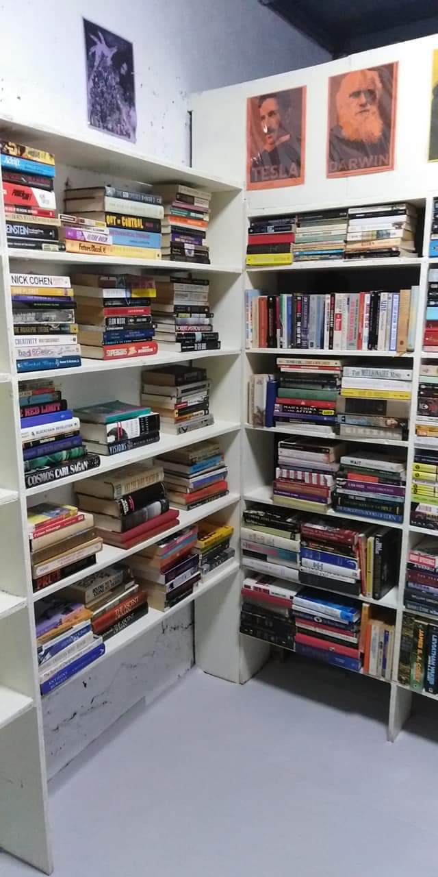 Award Winning Bookstore In QC With Lots of Great Titles In Very Affordable Prices