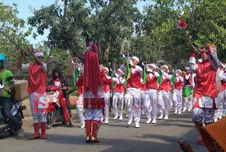 Jalankan Ibadah Sholat Ashar, Tim Karnaval Ini Di diskualifikasi Oleh Panitia