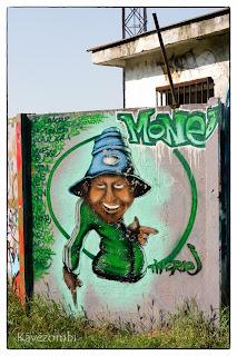 sapkás alak zöld melegítőben graffiti Szegeden a körtöltésen