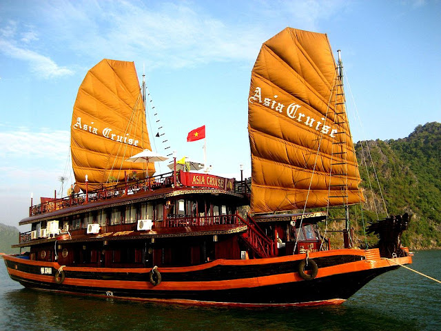 Ha Long Bay of Viet Nam