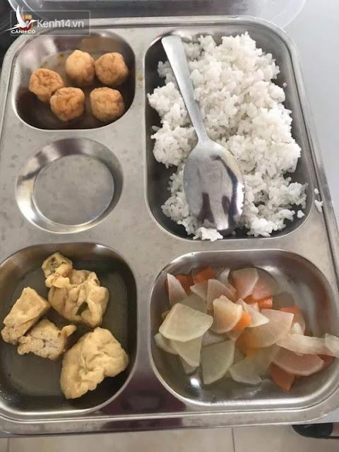 Xôn xao suất cơm 20k của học sinh Hà Nội: Chỉ có cá viên đông lạnh, đậu phụ nhăn nhúm