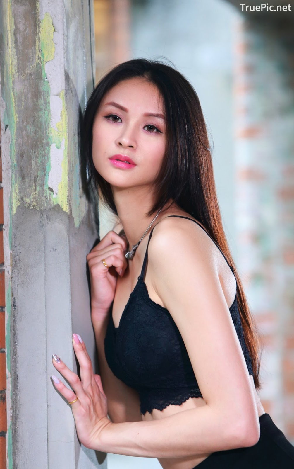 Image-Taiwanese-Beautiful-Long-Legs-Girl-雪岑Lola-Black-Sexy-Short-Pants-and-Crop-Top-Outfit-TruePic.net- Picture-30