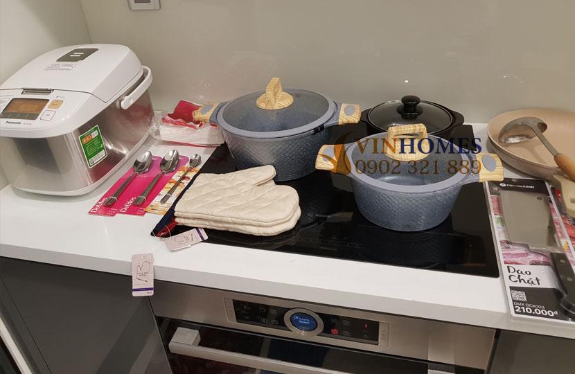 Căn hộ Vinhomes 3PN cho thuê Landmark 4 nội thất mới - thiết bị phòng bếp