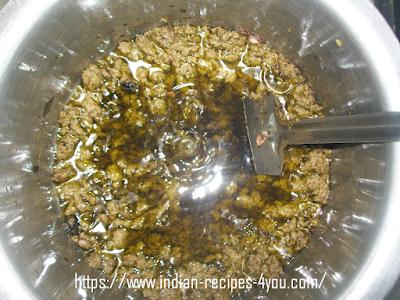 The method of making oil to darken white hair.