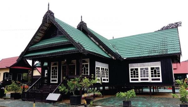 Rumah adat Baloy dari Kalimantan utara