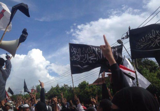 Aktivis Islam Solo Ditangkap, Massa: Bebaskan Aktivis-aktivis Kita!