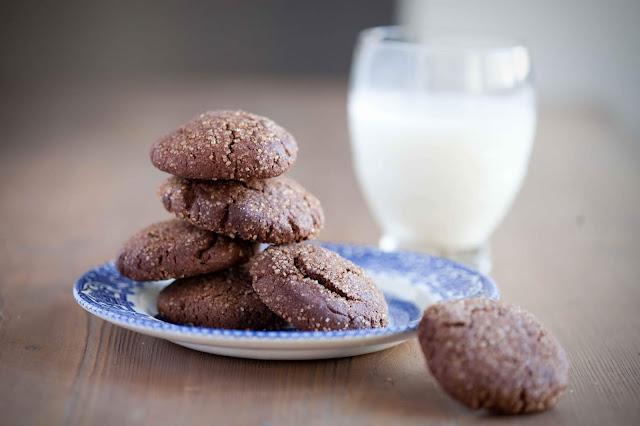 Kakaowe ciasteczka w cukrze i cynamonie