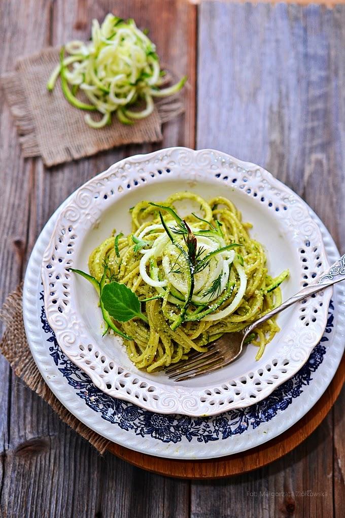 Spaghetti fusion czyli szparagowo pietruszkowe pesto i cukinią julienne