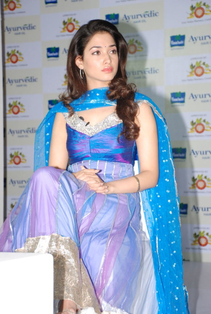 Tamanna Blue Saree: Hot Actress: Tamanna Hot Blue Chudithar