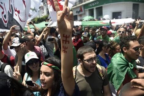 """الجزائر في عهد الرئيس الجديد """"تبون"""" .. إدانات واضطهاد واعتقالات"""