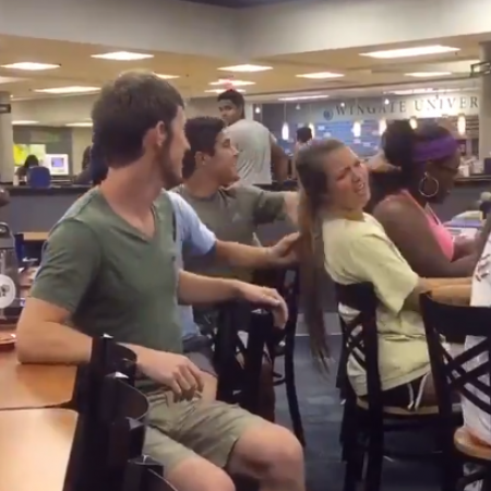 इन लड़कों को लड़कियों के साथ मजाक करना पड़ा महंगा, वीडियो देख आपको आएगा मजा
