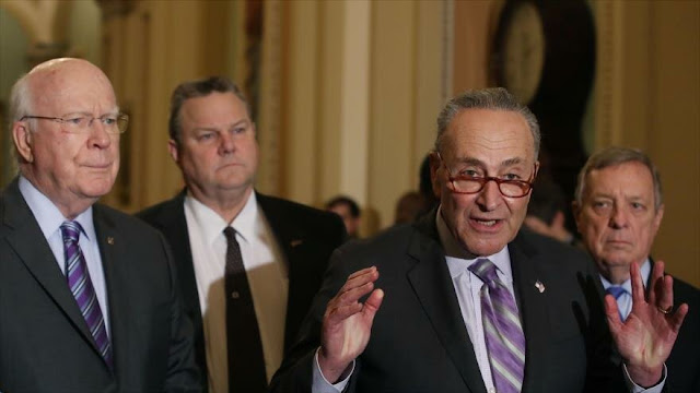 Senadores piden a Trump medidas de control de armas en vez de muro