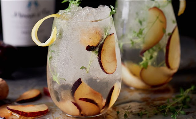 Plum and Thyme Prosecco Smash #drinks #cocktails
