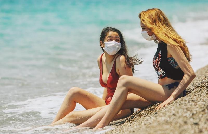 Sosyal mesafeli ve maskeli bir yaz geçireceğiz