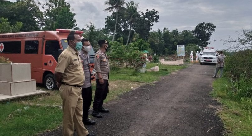 Polisi Kawal Pemakaman Warga Kemangkon Positif Covid-19