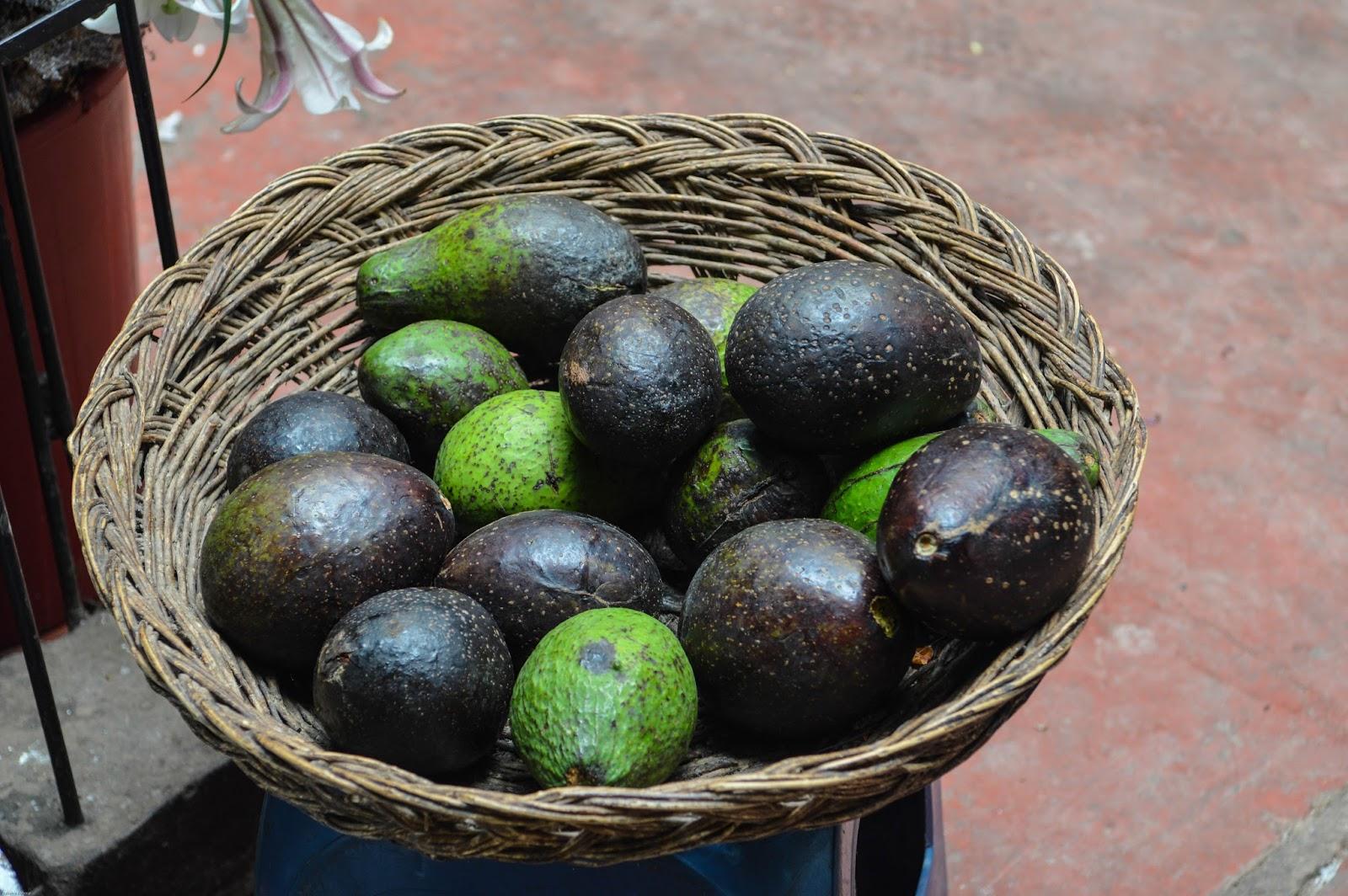 Avocats sur les marchés péruviens, Urubamba