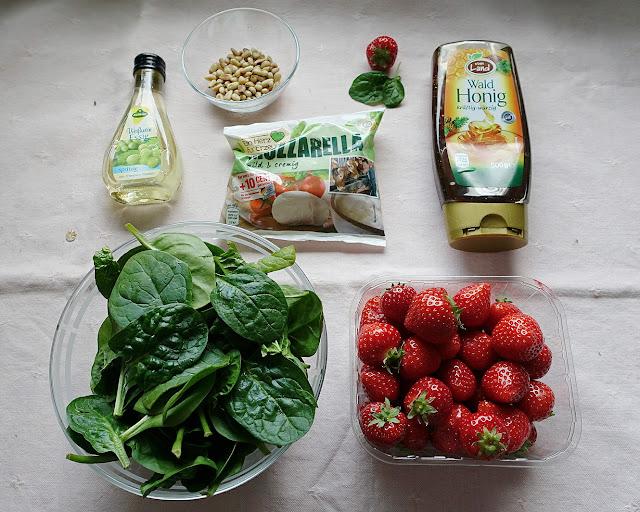 Der beste Sommersalat mit Erdbeeren und Spinat