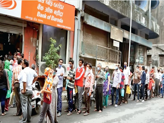 In Surat, there was a long line outside the bank to fill up the IPO form and deposit money in one's own account.
