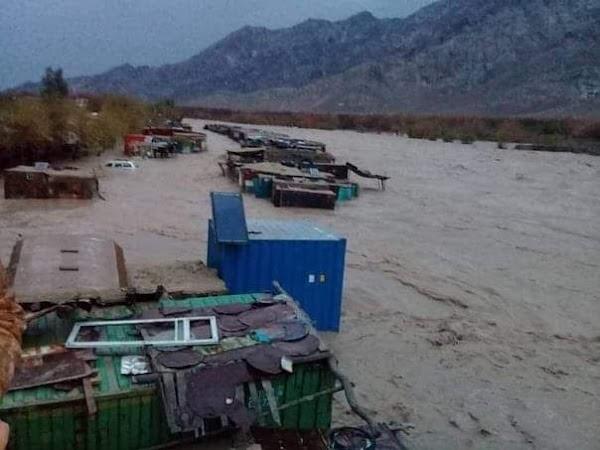 Ciudad desertica recibio el agua que puede caer en 4 meses en Afganistan.