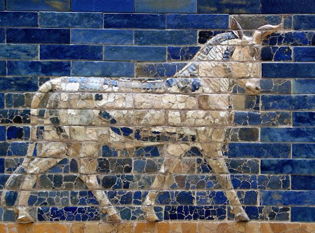 Porta di Ishtar in Lapislazzuli, Antica Babilonia  Di Josep Renalias - Opera propria, CC BY-SA 3.0, https://commons.wikimedia.org/w/index.php?curid=3414093